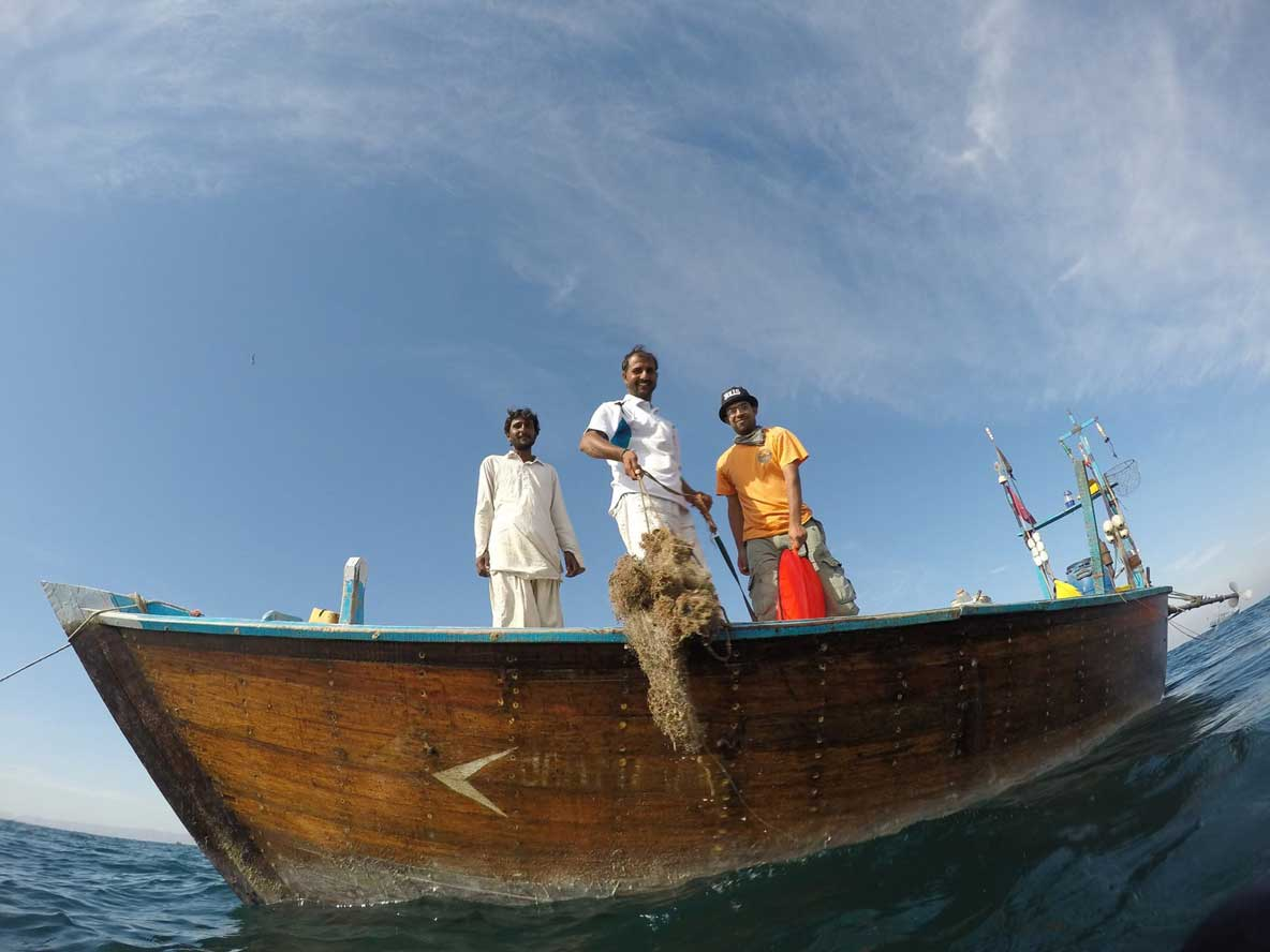 Fishermen removing ghost gear from Indian Ocean