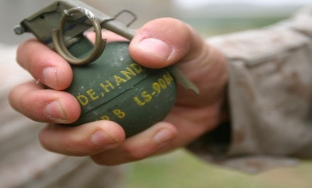 Civilian killed, four policemen wounded in Khanyar grenade blast