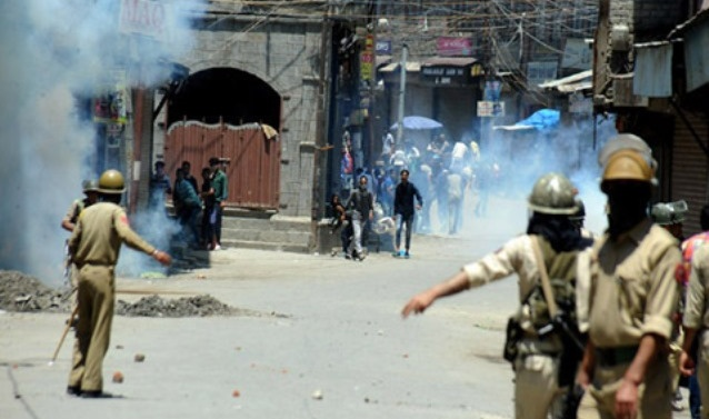 Kashmir: Four suffer bullet injuries near encounter site in Tral village