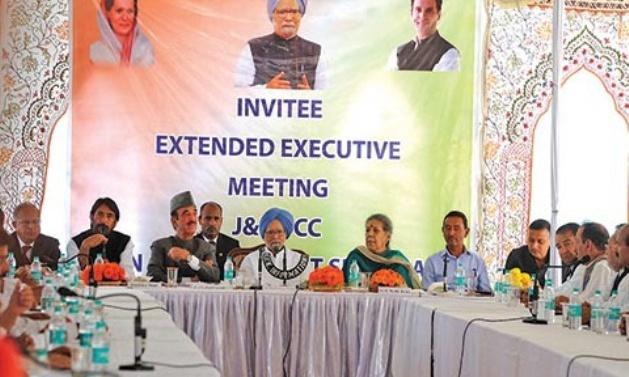 Kashmir: Keep dialogue option with separatists open; Manmohan-led panel tells Centre, J&K