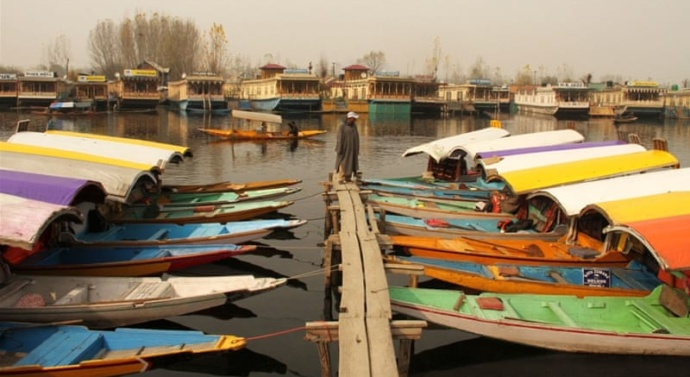 Kashmir conflict drives tourists away