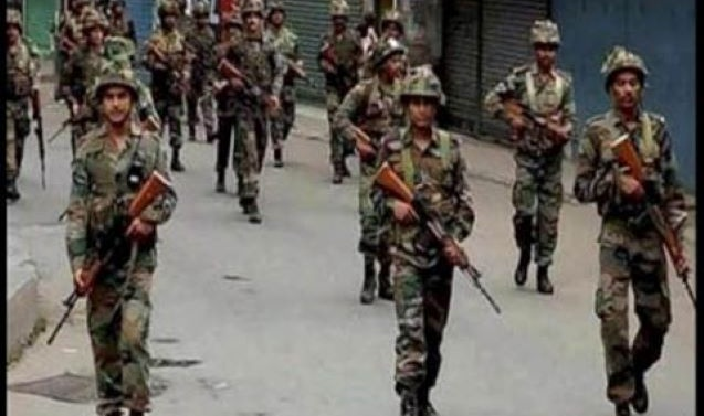 Panic in Kashmir after MHA orders deployment of 10,000 additional troops