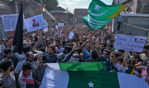 India tightens curfew to prevent Kashmiris' march on UN office in Srinagar
