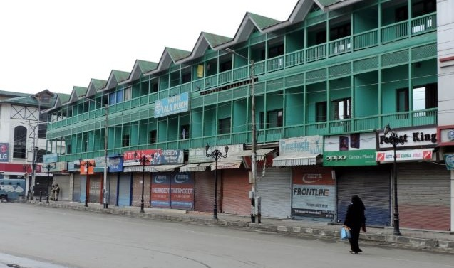 Life in Kashmir Remains Crippled for 67th Day