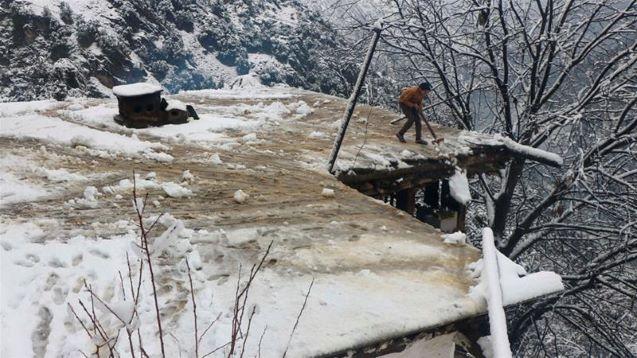 Avalanches kill dozens in Pakistan-administered Kashmir