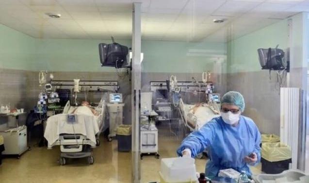 Kashmir: 61 doctors, paramedics quarantined in AJK after patient tests positive