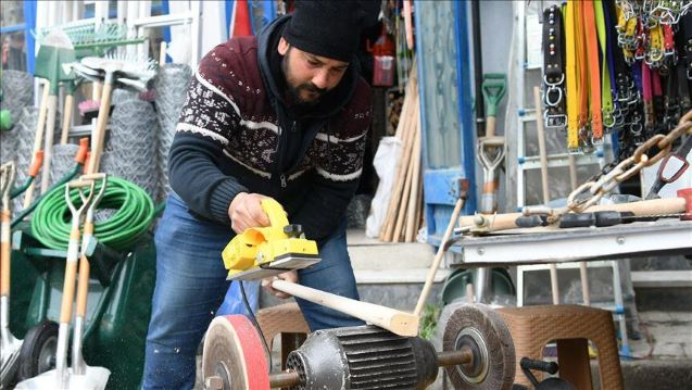 Turkey: Ex-banker quits his job to become blacksmith