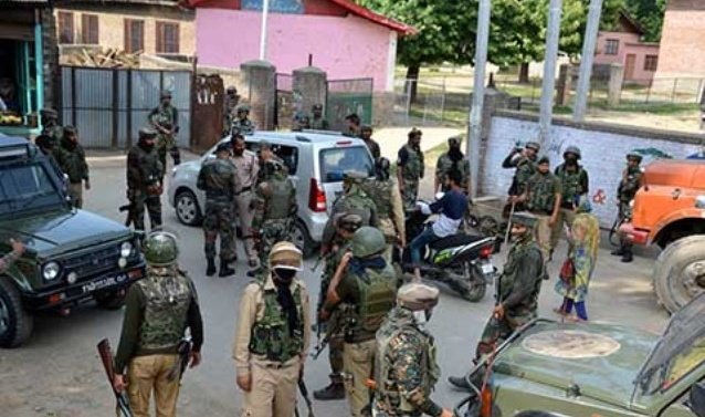 Kashmir: Security forces on red alert ahead of terror bombing threat