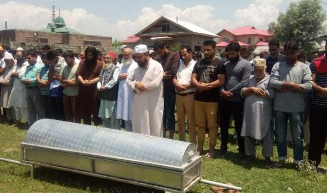 Kashmir: CRPF man, civilian killed in Sopore