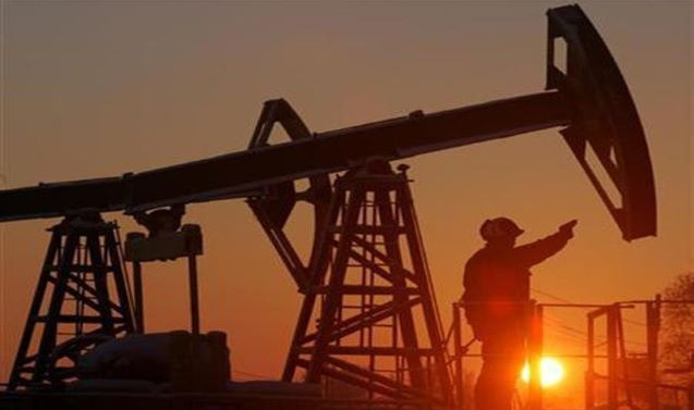 Oil falls on worries over fuel demand setback as infections rise