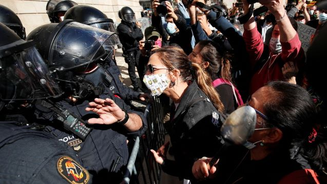 Protests erupt in Covid-hit Barcelona as bars and restaurants shut for 15 days