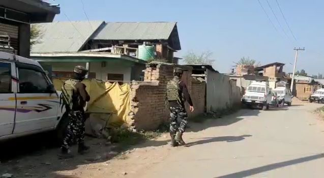 Kashmir: One militant killed in Shopian encounter, operation underway