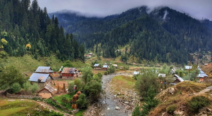 Gun battle in Kashmir kills four Indian soldiers, three rebels