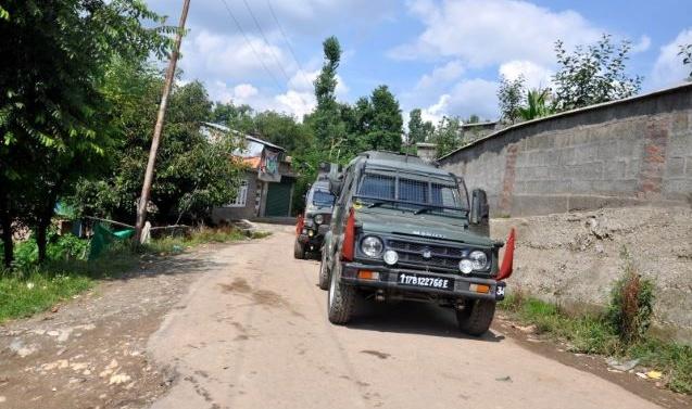 Kashmir: 2 militants, soldier killed in Shopian gunfight