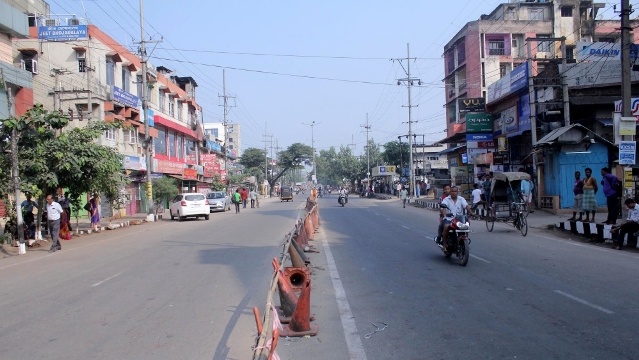 Five policemen killed in clashes between two Indian states