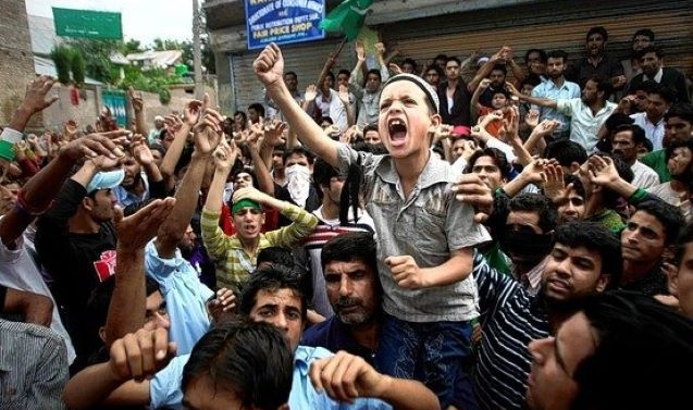 APHC concerned over detainees' plight in Kashmir prisons