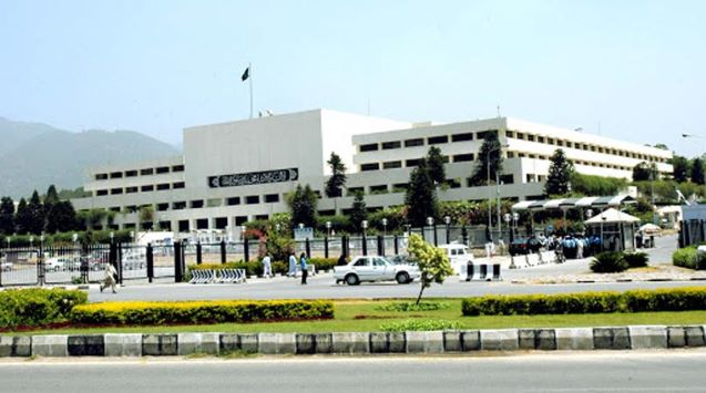 Pakistan: Journalists' protest against PMDA gets support from opp