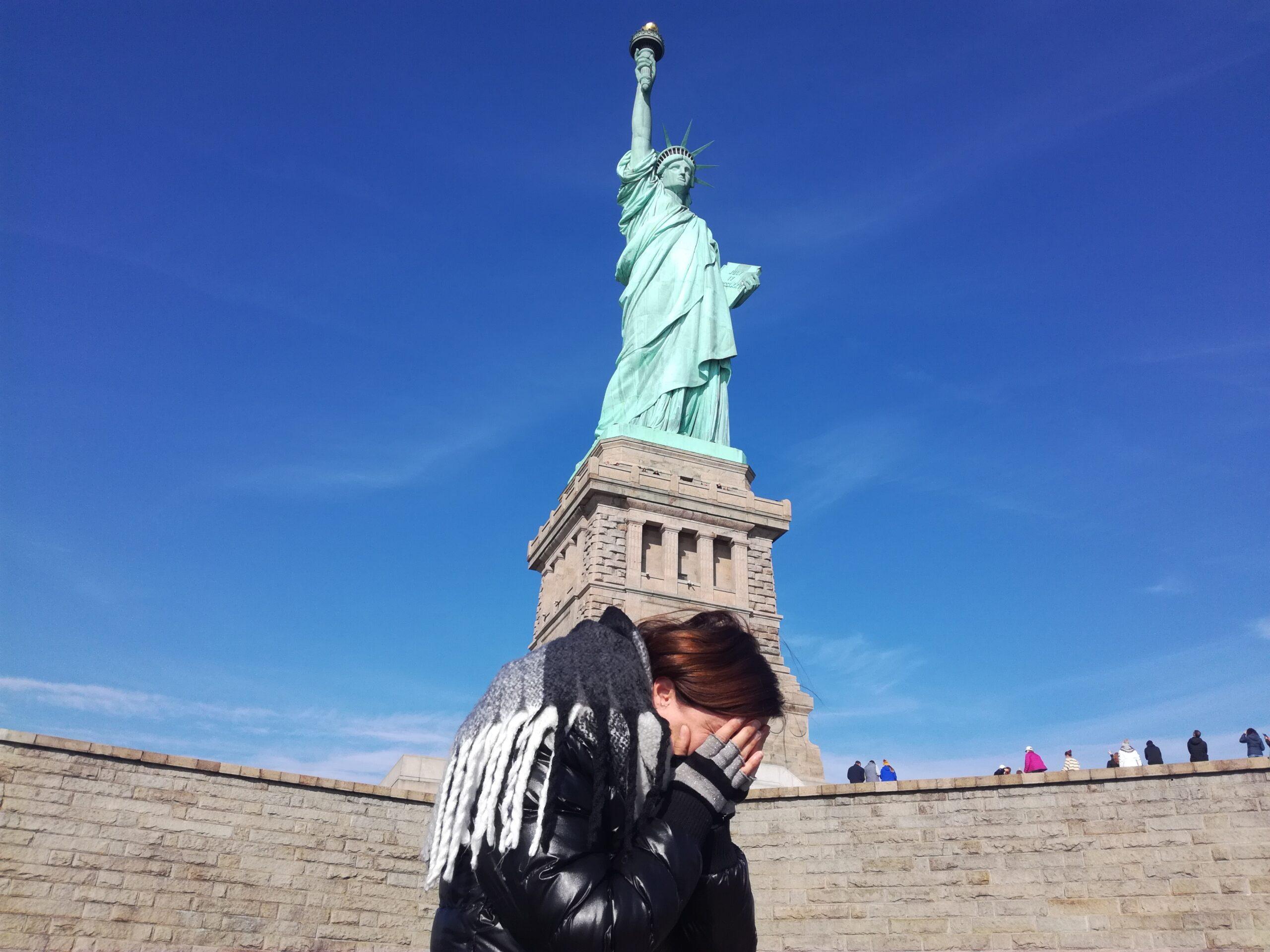 Piangere dall'emozione sotto la Statua della Libertà (finalmente ce l'avrò fatta!)