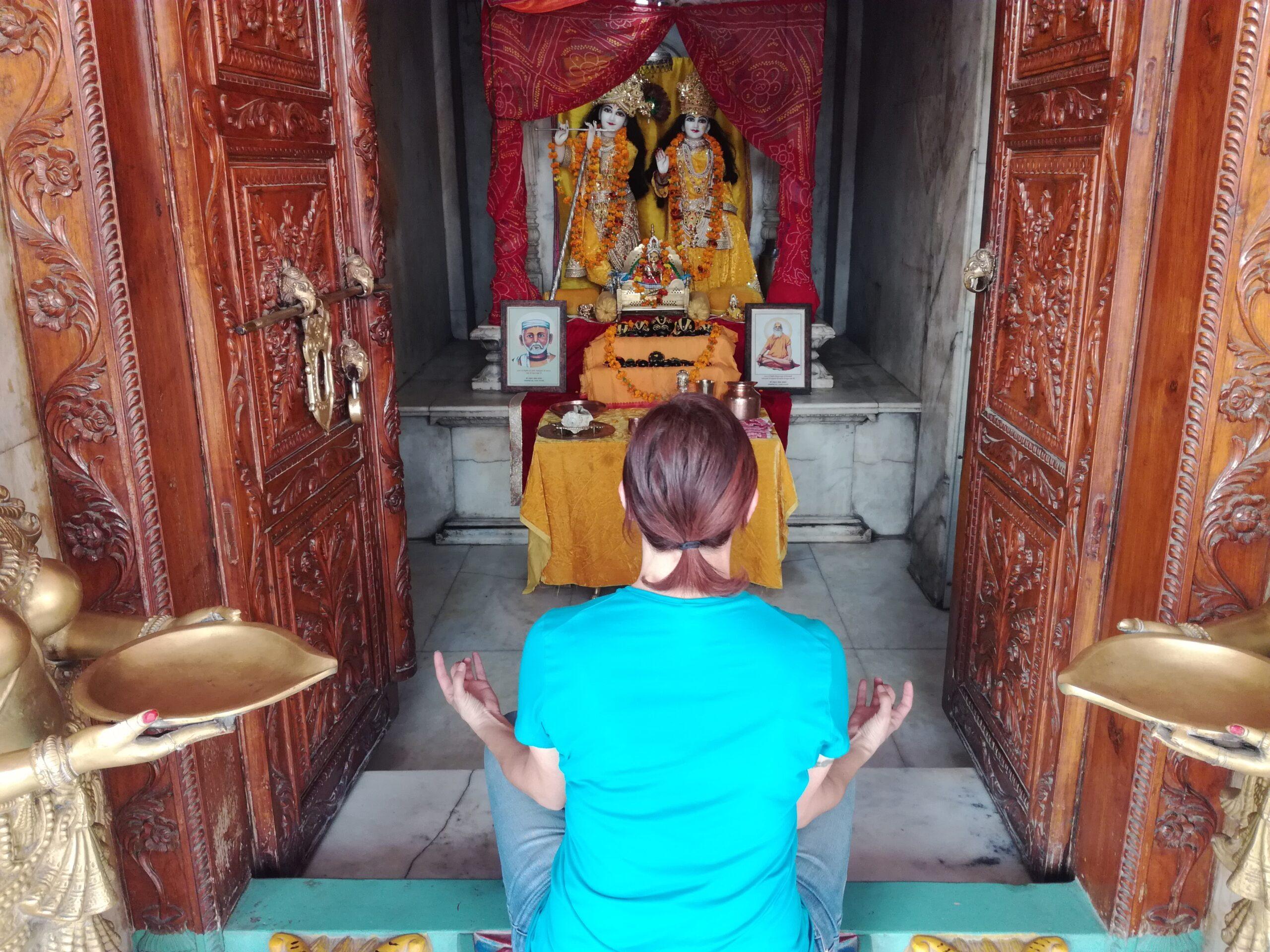 Meditare in un Ashram in India