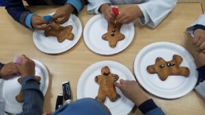 Making gingerbread men to learn parts of the body