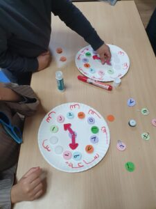 An Interactive activity making 12 hour clocks and learning numbers