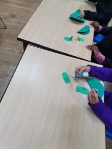 "An interactive activity making frogs to learn about the Arabic letter ""Dhaad"""