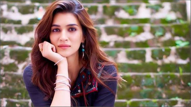 Bollywood Actress Kriti Sanon की रिपोर्ट Corona Positive