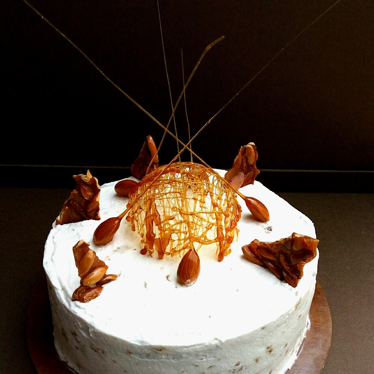 Almond brittle cake