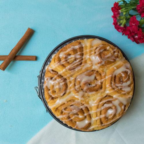 one raise Easy cinnamon roll with sugar glaze