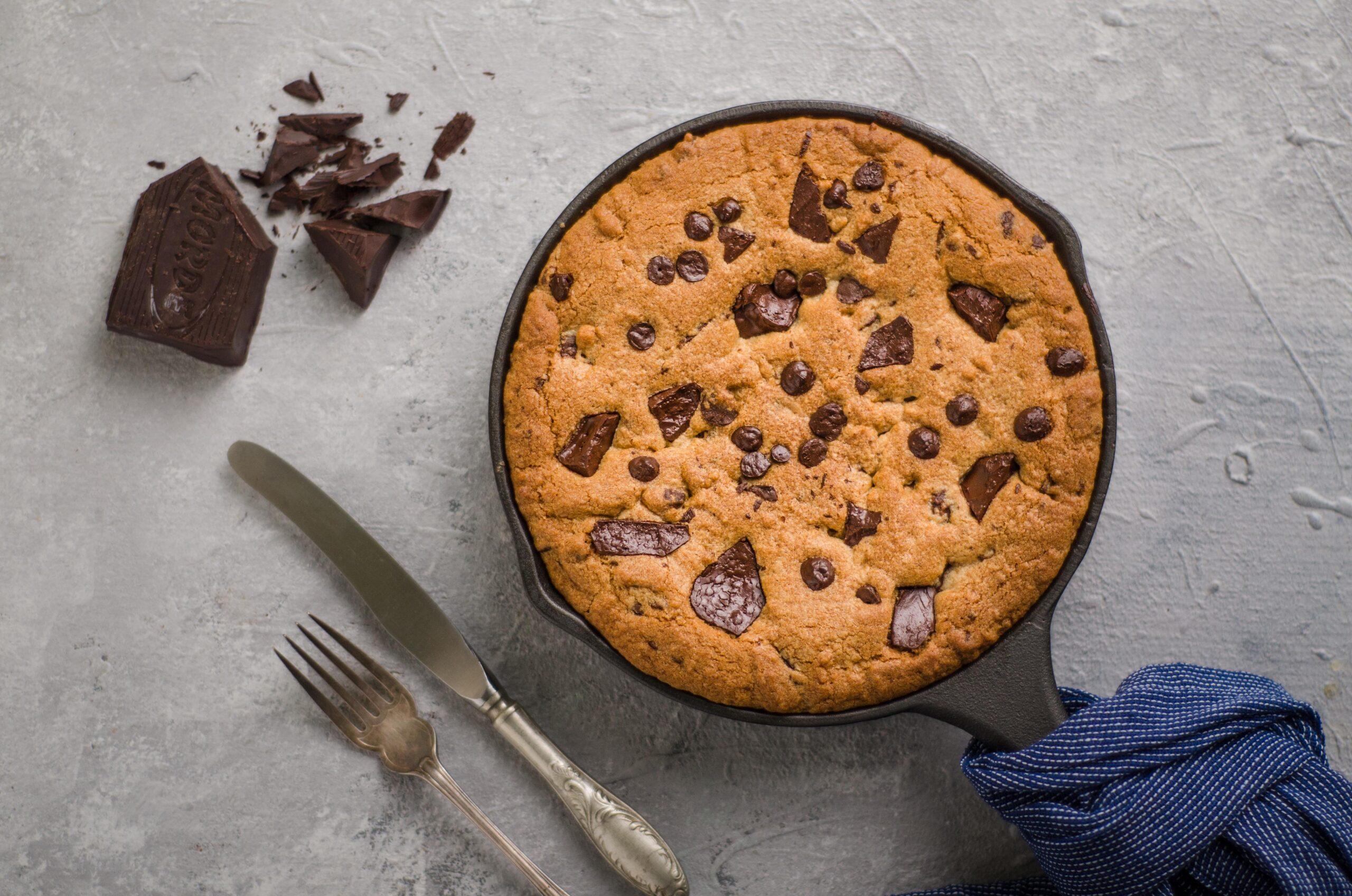 Skillet chocolate chip cookies-6337