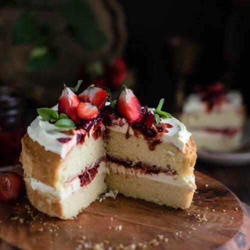 Sponge cake, vanilla sponge cake, super soft vanilla sponge cake, easy cake recipes, easy sponge cake