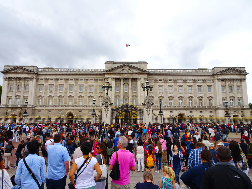 11 LONDON FILM LOCATIONS (BUCKINGHAM PALACE)-One Epic Road Trip