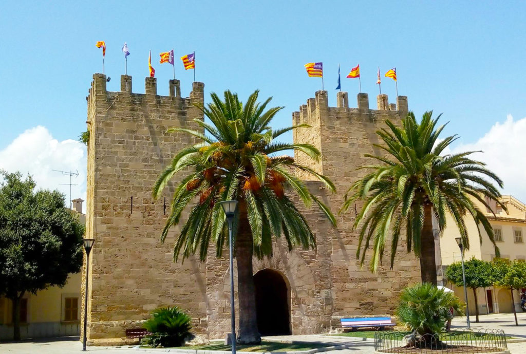 16 Things To Do In Alcudia, Mallorca (old town) - One Epic Road Trip blog
