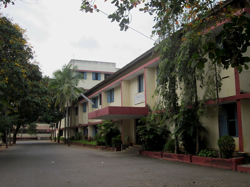 800px-St._Thomas_Residential_School,_Trivandrum