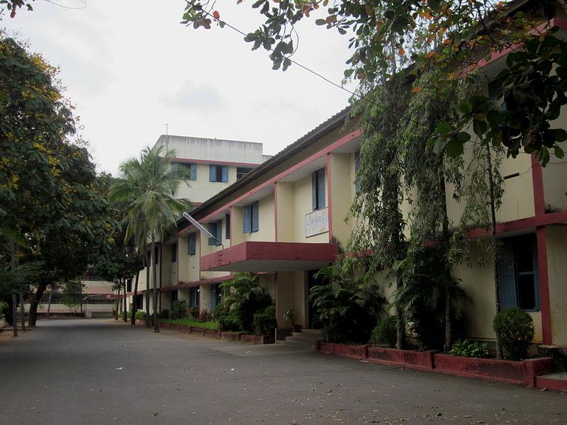 800px-St._Thomas_Residential_School,_Trivandrum
