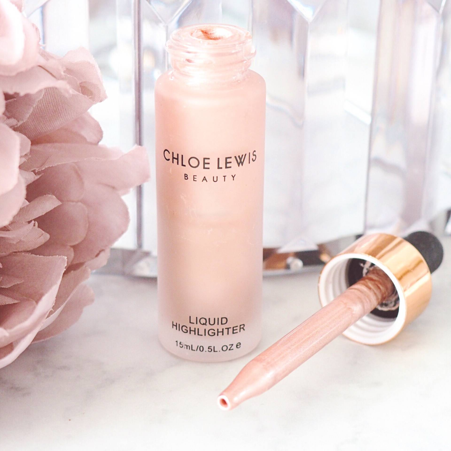 Chloe Lewis Highlighter