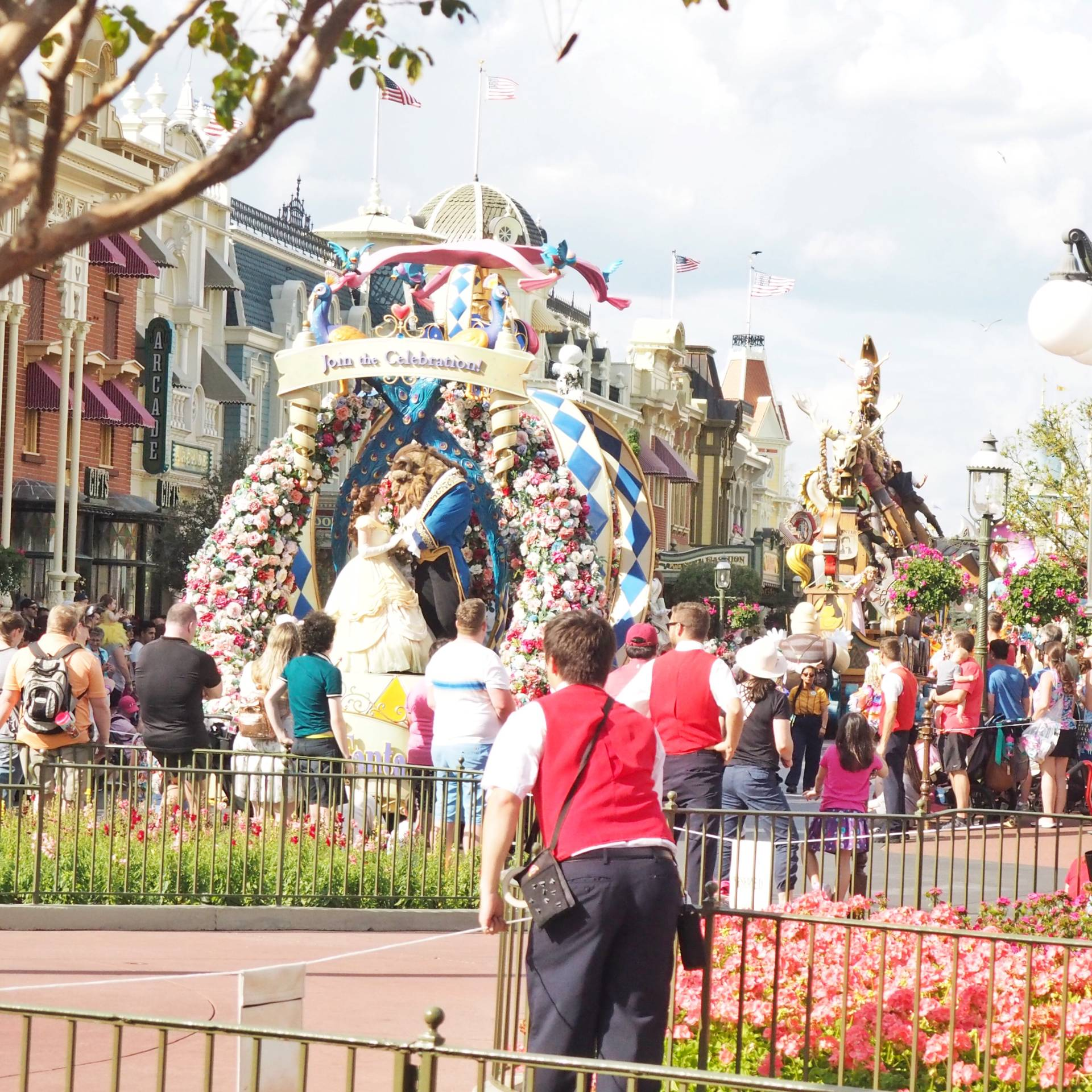 Festival-of-Fantasy-Parade-Viewing-Package
