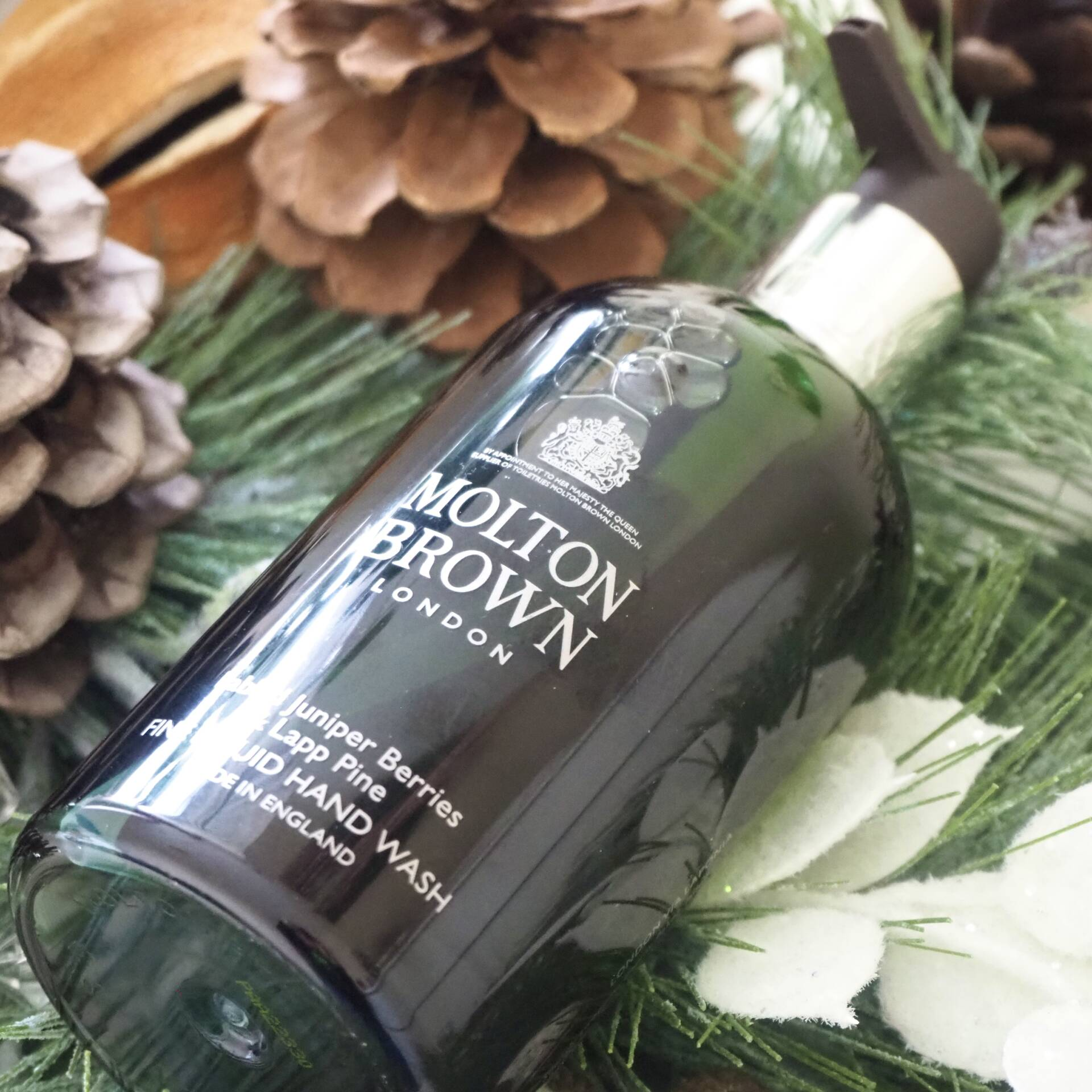 molton-brown-fabled-juniper-berries-and-lapp-pine-liquid-hand-wash