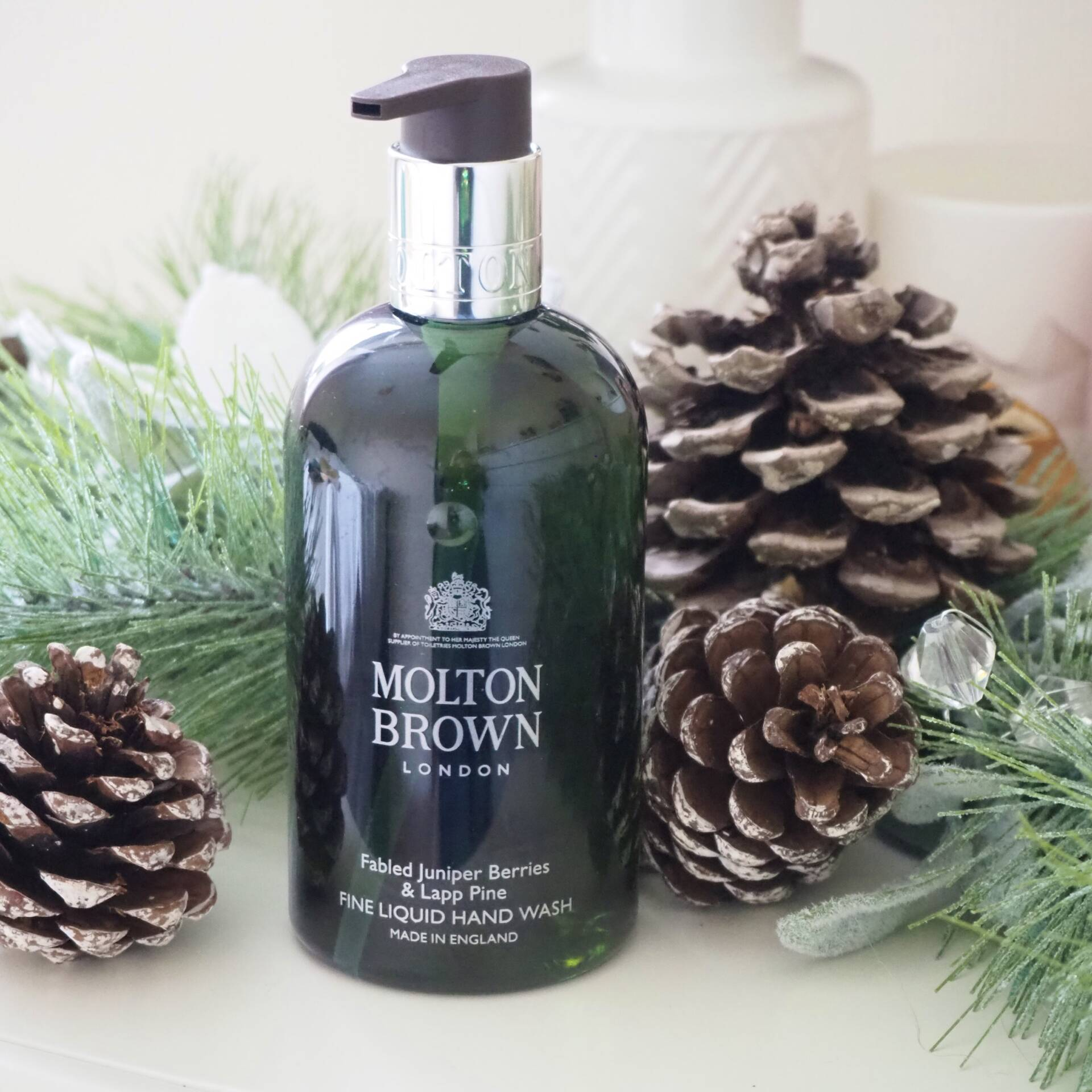 molton-brown-fabled-juniper-berries-and-lapp-pine