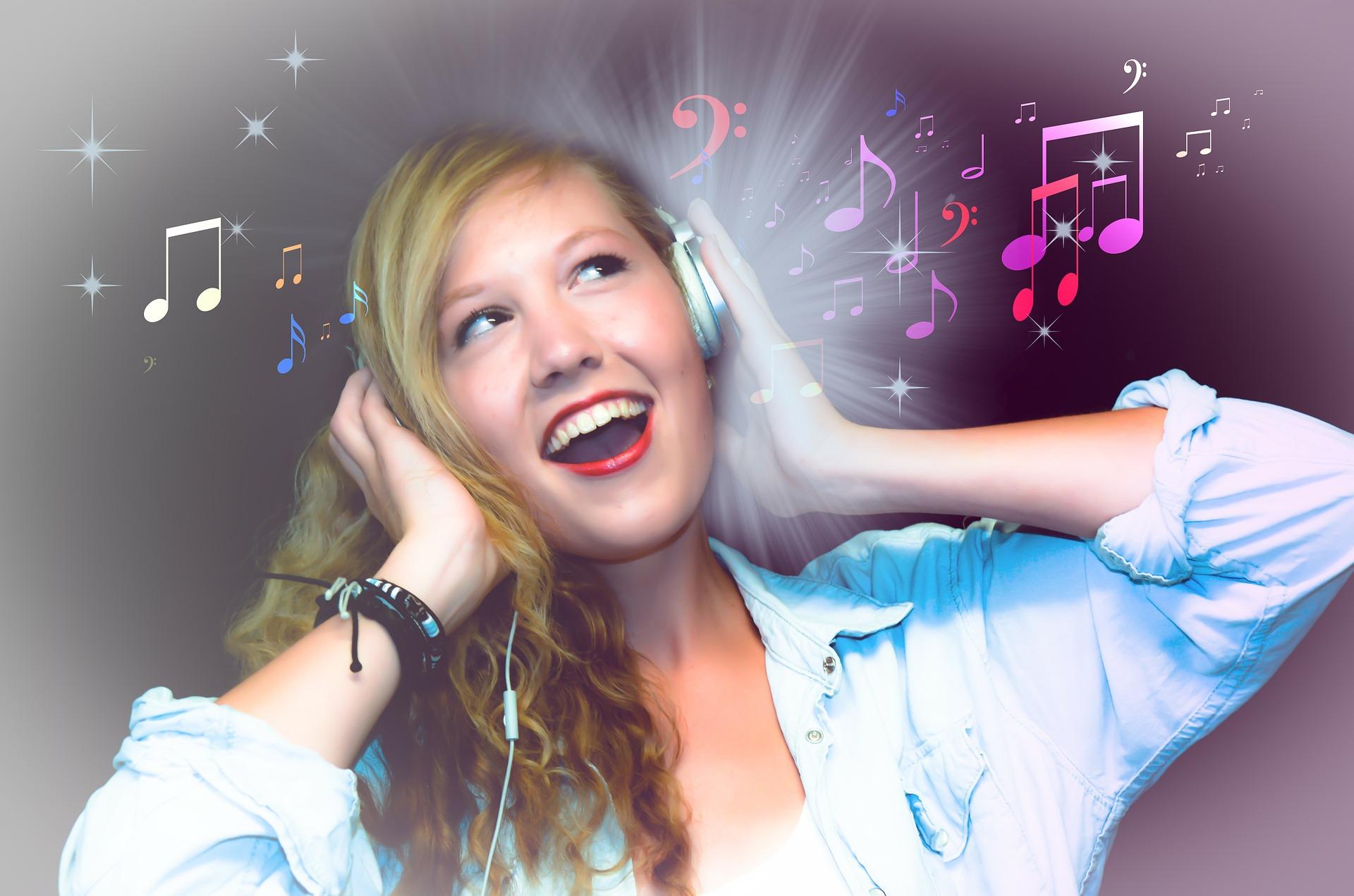 Happiness is Free: अगर आपको घर पर कोई म्यूज़िक सुनने से रोके तो आप उन्हें संगीत सुनने के ये फायदे ज़रूर गिना दें !