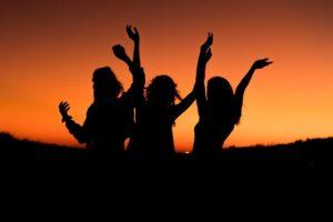 """अंतर्राष्ट्रीय महिला दिवसः """"आधी आबादी"""" के बिना उन्नति अधूरी…!"""