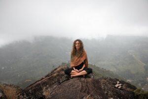 Happiness is Free: भीतर के संघर्ष से कैसे लड़ा जाए ? मन को शांत कैसे किया जाए ? आइए जानते हैं