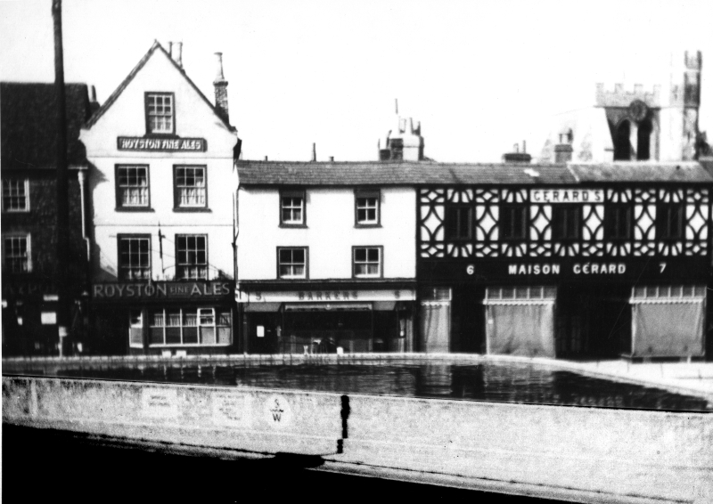 The static water tank in Market Place, Hitchin, between 1939 and 1945
