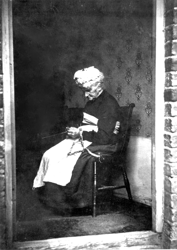 Sarah Thrussell (1842-1934) plaiting straw in her home at Cromwell Terrace. At this time, there were still between 20 and 30 plaiters in the village, although the industry was in decline and did not survive the outbreak of war in 1914.