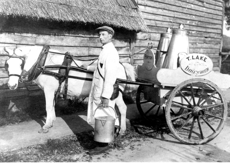 Milk delivery, Pirton, 1923