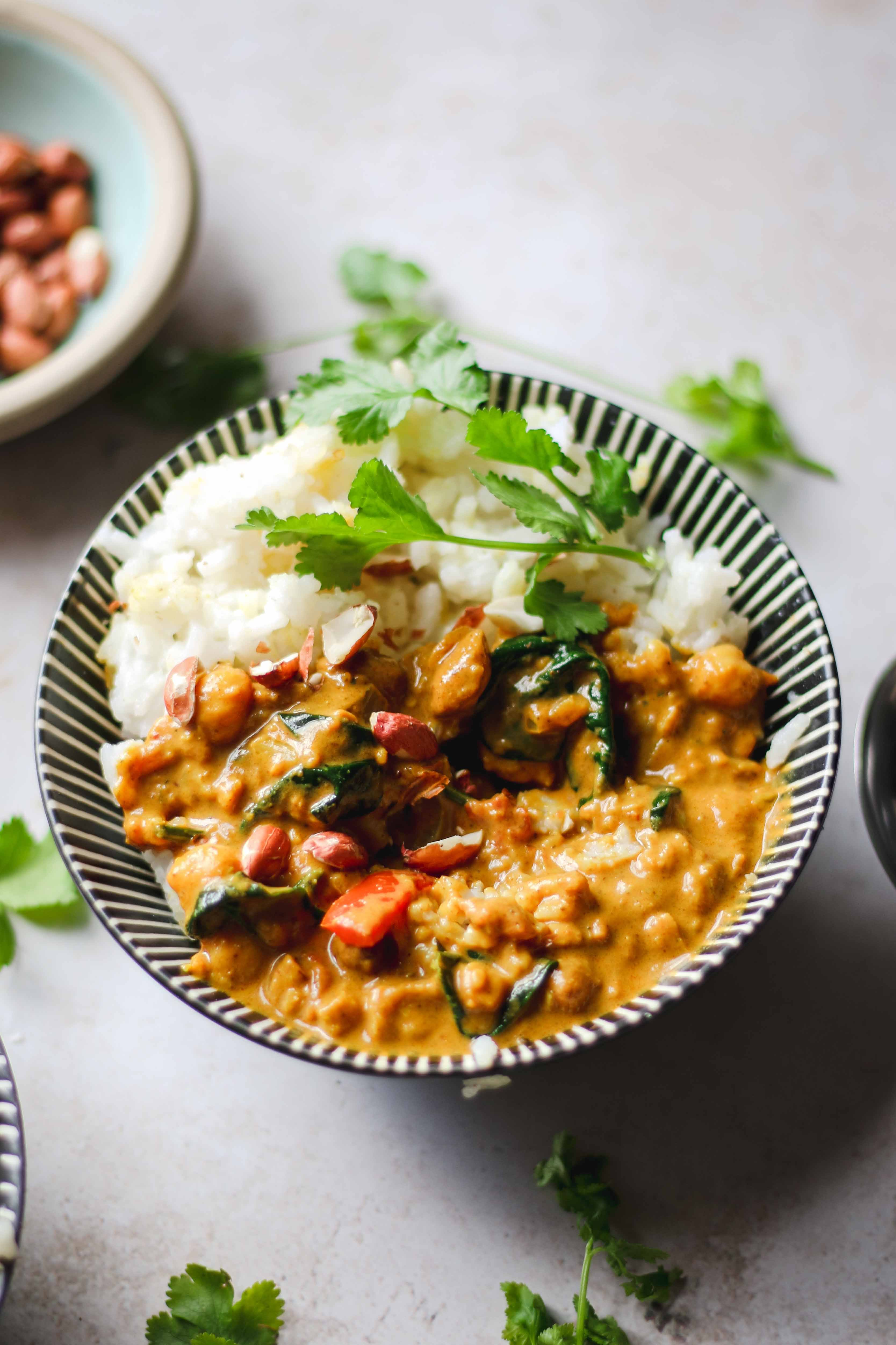 vegan peanut butter chickpea spinach curry