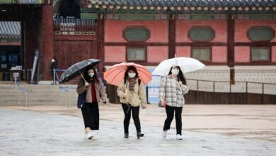 More than 300 new coronavirus cases for fifth day in South Korea