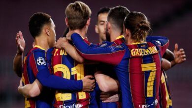 Barcelona players agree to wage cut
