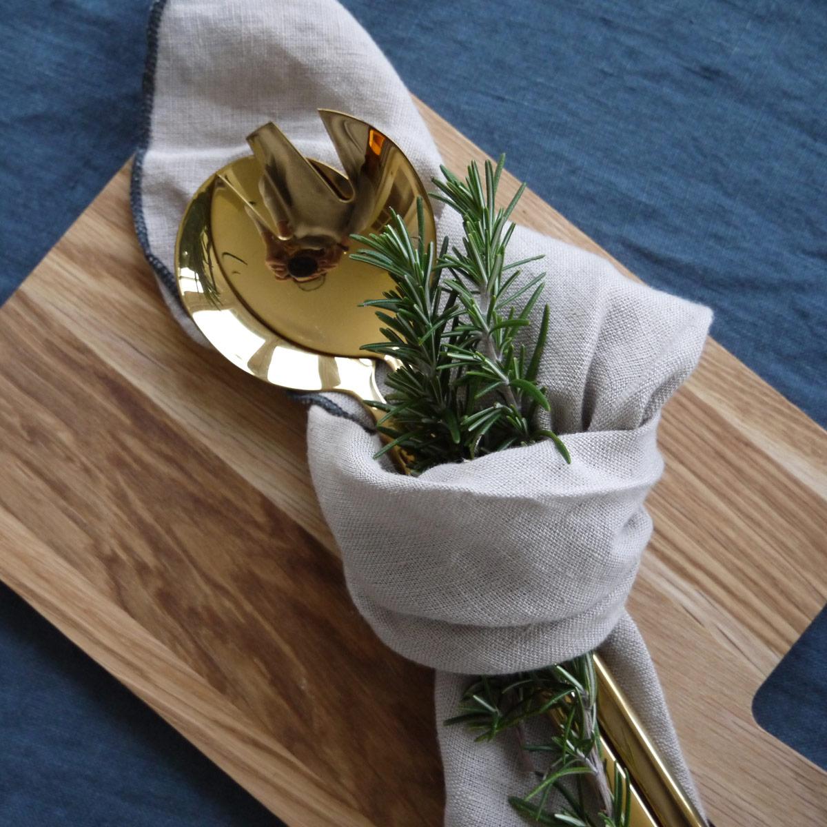 Todd-chopping-board-with-linen-napkin