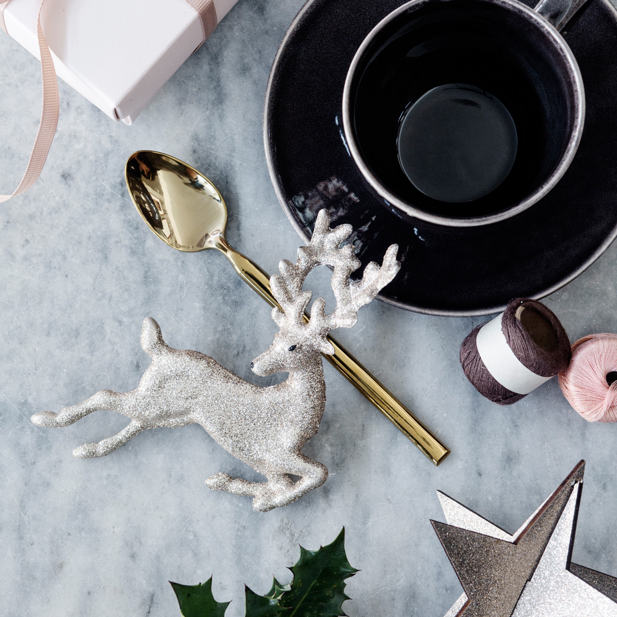 Broste reindeer ornaments & gold Hune teaspoon lifestyle table image 0345